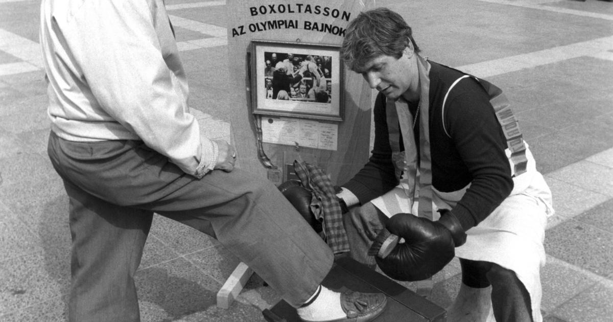Gedő György olimpiai bajnok cipőt boxok a Hősök terén